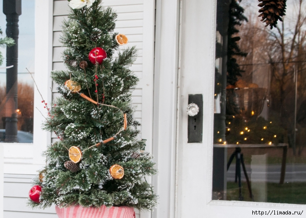 colonial-tree-with-orange-garland-610x435 (610x435, 226Kb)