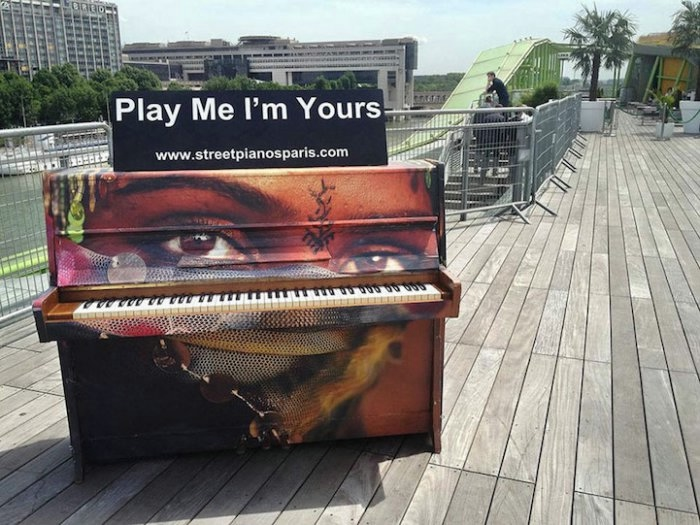 арт проект Play Me I'm Yours 3 (700x525, 208Kb)