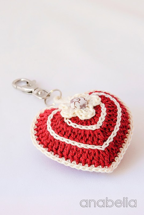 Red-ivory-crochet-heart-keychain (469x700, 71Kb)