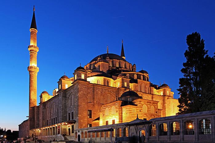 Fatih-Moschee_Aydin-Sertbas (700x466, 148Kb)