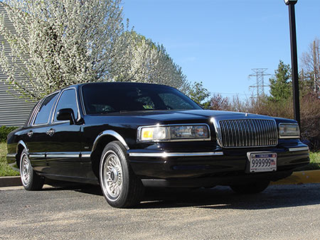 Roskoshnyi-sedan-Lincoln-Town-Car (450x338, 52Kb)