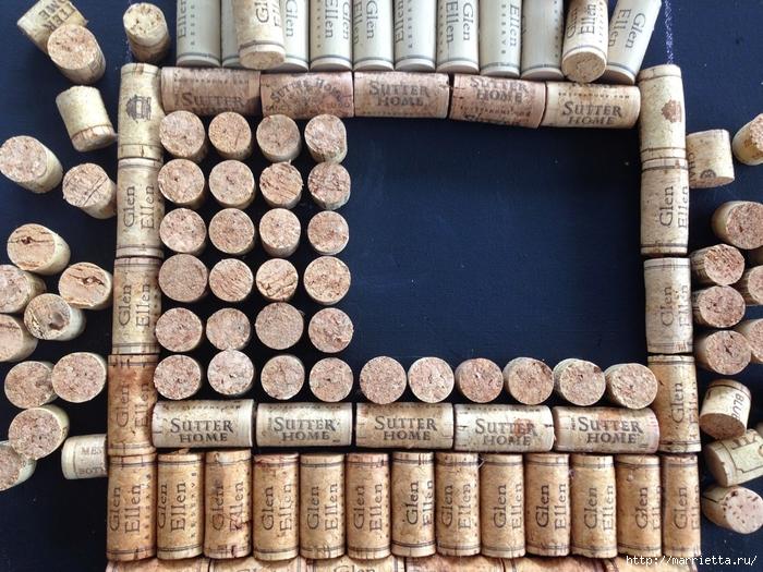 Панно ВИННАЯ БУТЫЛКА из винных пробок (12) (700x525, 370Kb)