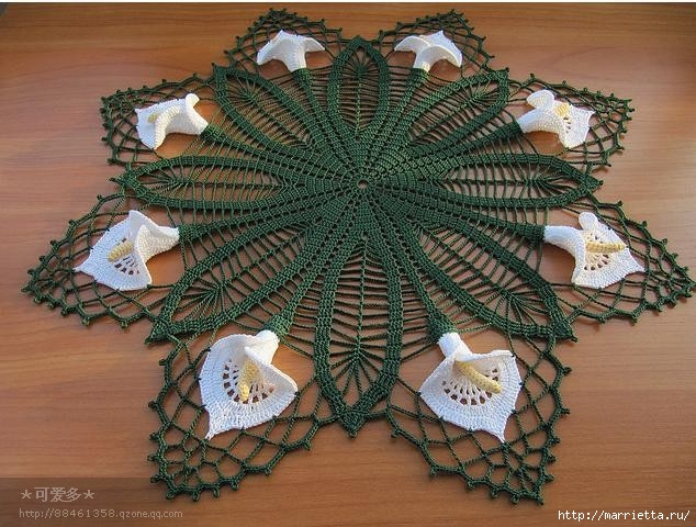 Круглая салфетка крючком с цветами КАЛЛАМИ (2) (634x480, 228Kb)