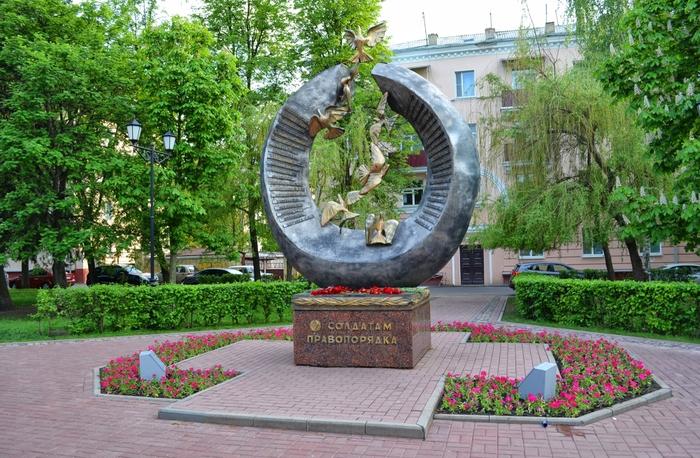 1624-Pamjatnyj-znak-Soldatam-pravoporjadka-na-Pervomajskoj-ploshchadi-v-Tambove (700x458, 479Kb)