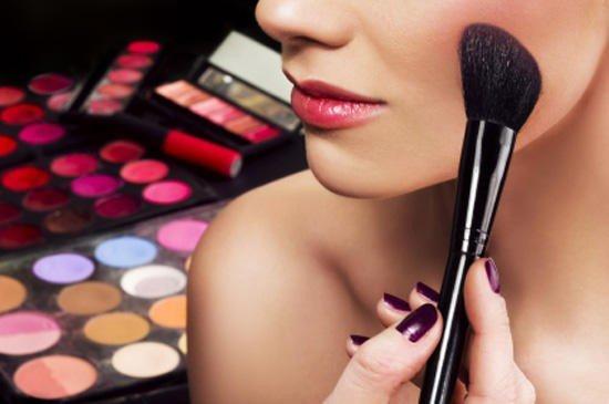 vredit-li-dekorativnaya-kosmetika-kozhe (550x365, 135Kb)