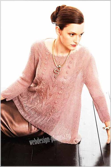 zhenskij-pulover-spitsami-s-kosami-i-shishechkami-v-forme-trapetsii-foto (466x700, 259Kb)