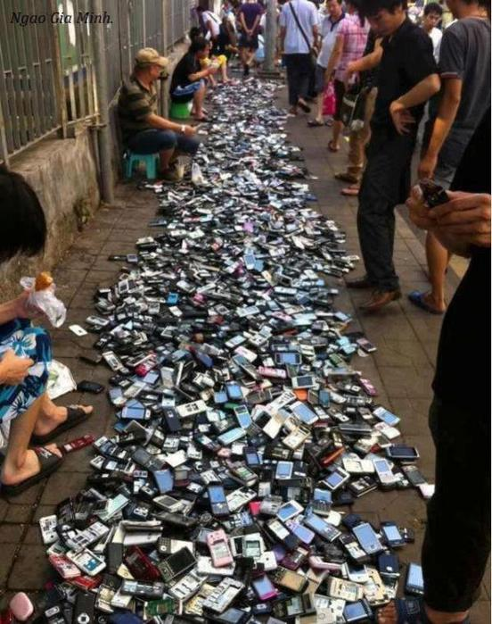 Secondhand-mobile-phone-market-China (552x700, 85Kb)