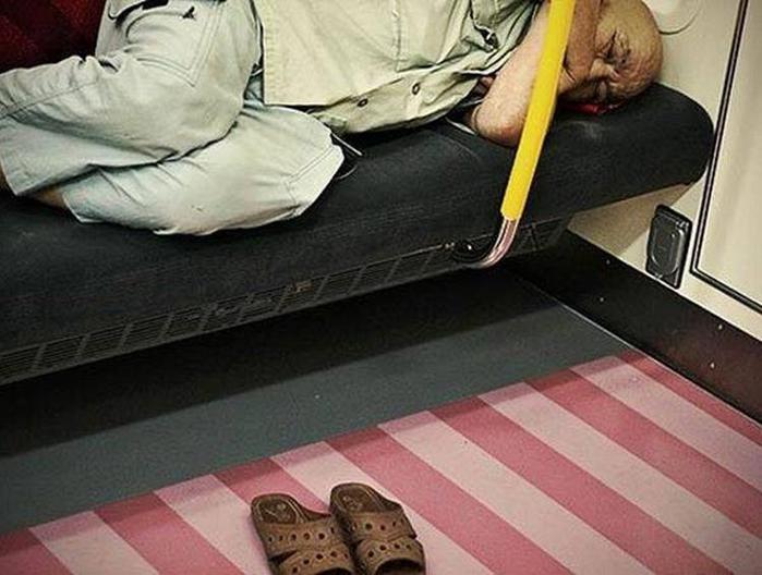 Фотопроект Адриана Стори: спящие на улицах Токио 120398786 021215 1626 planetor6