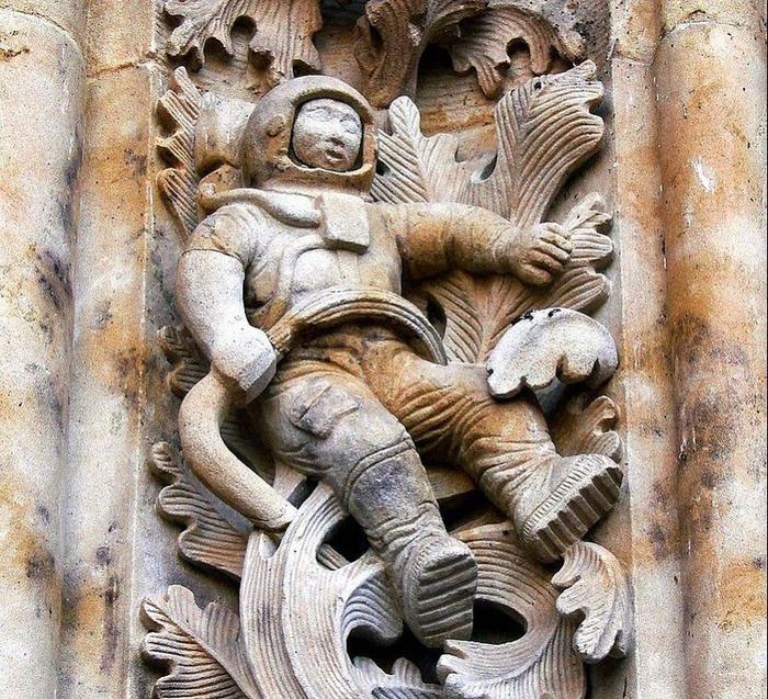 собор с космонавтом саламанка испания 7 (700x637, 599Kb)