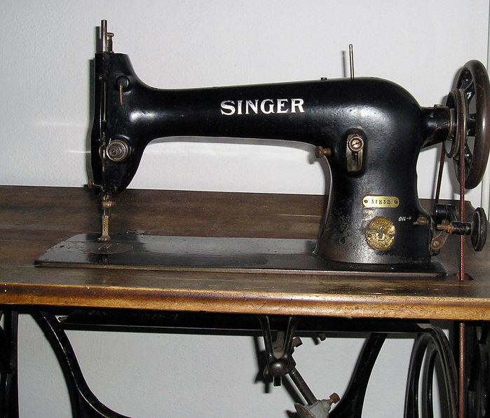 1024px-Singer_sewing_machine_detail1 (700x596, 82Kb)