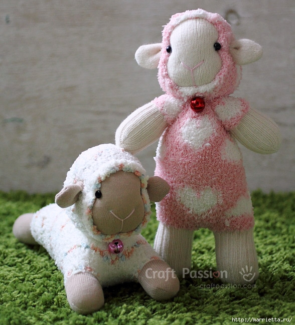 Поделка овечка из носка
