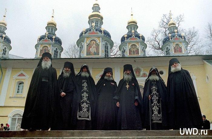 Псково Печерский монастырь (700x459, 68Kb)