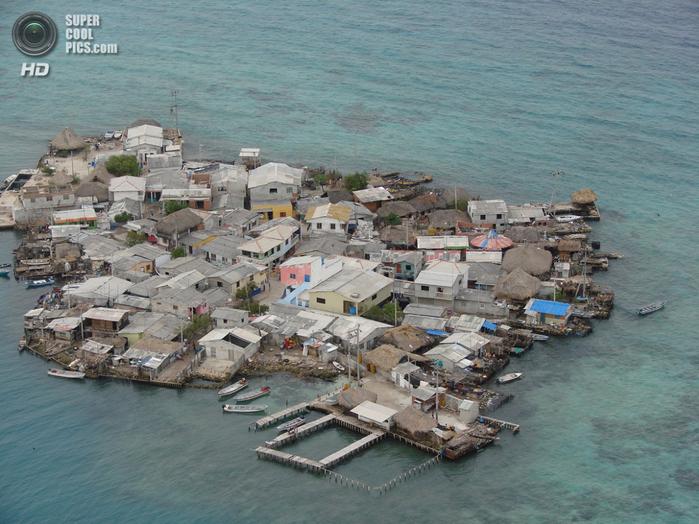 самый густонаселенный остров в мире Санта-Крус-дель-Истоле 1 (700x524, 450Kb)