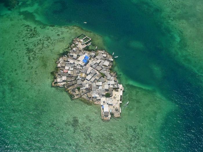 самый густонаселенный остров в мире Санта-Крус-дель-Истоле 3 (700x525, 373Kb)