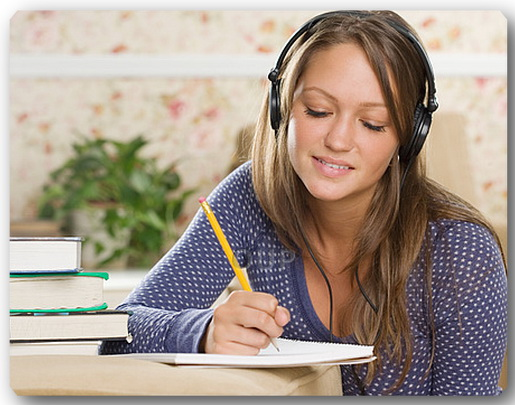 young-woman-wearing-headphones-and-writing (515x405, 84Kb)