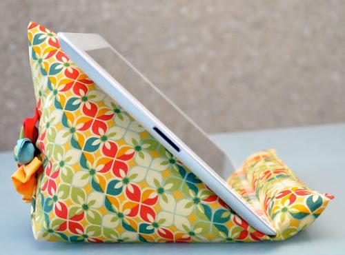 подставка-подушка-для-планшета1 (500x370, 153Kb)