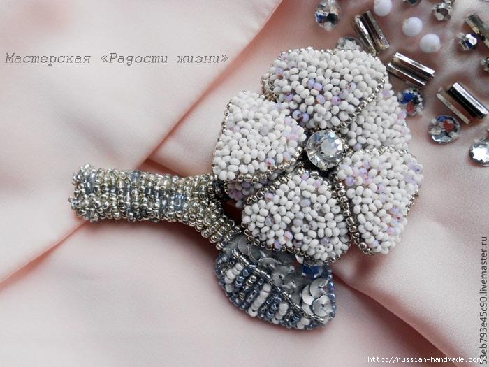Вышивка бисером. Брошь цветок Амелия (2) (700x525, 296Kb)