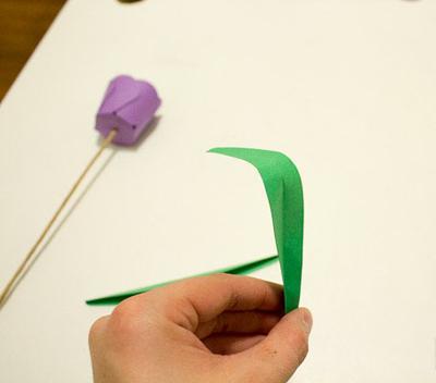 Детское творчество к 8 марта. Тюльпаны из бумаги (6) (400x352, 80Kb)