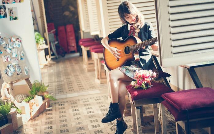 +devushka+gitara+muzika+36033619311 (700x437, 343Kb)