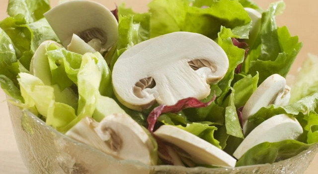Салат с шампиньонами (640x350, 175Kb)