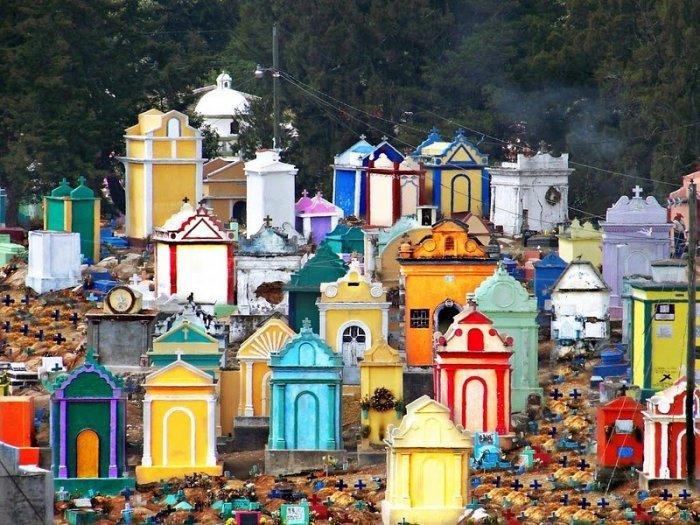 разноцветные кладбища гватемалы 2 (700x525, 446Kb)