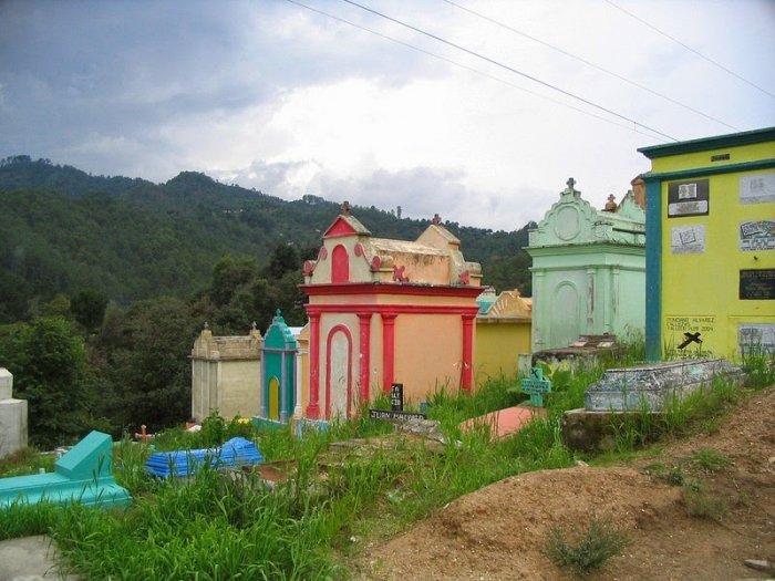 разноцветные кладбища гватемалы 4 (700x525, 304Kb)