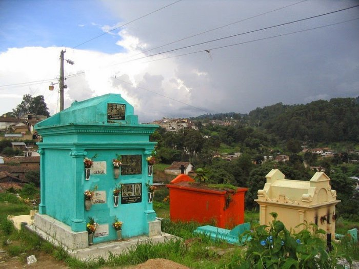 разноцветные кладбища гватемалы 6 (700x525, 297Kb)