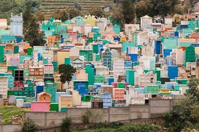 разноцветные кладбища гватемалы 8 (700x465, 402Kb)