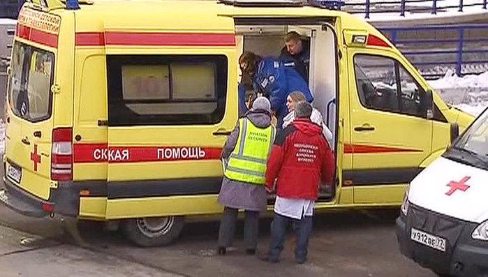 Видео об издевательстве медиков скорой над больным заинтересовало Минздрав (700x397, 88Kb)