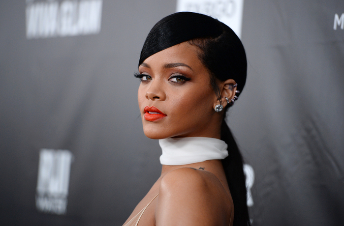 people-rihanna_101665861-copy (700x460, 307Kb)