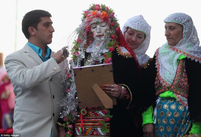 традиционная болгарская свадьба 2 (700x476, 302Kb)