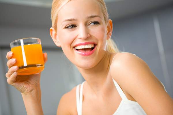 85f0726-woman-drinking-juice (600x399, 140Kb)