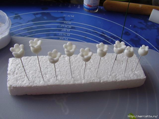 Ландыши из сахарной мастики (7) (640x480, 118Kb)