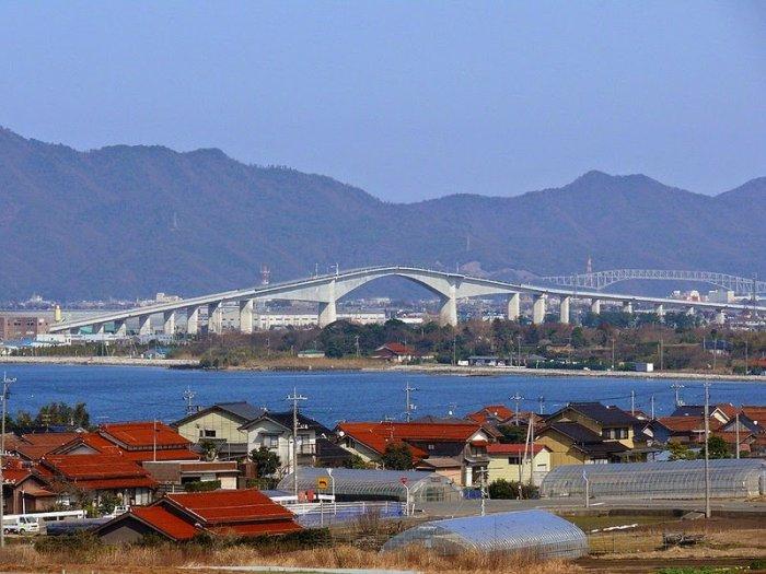 http://img0.liveinternet.ru/images/attach/c/0/121/214/121214070_most_Eshima_Ohashi_Bridge_8.jpg