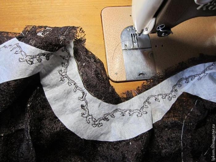 Как обработать горловину кружевного платья