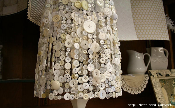 The-bottons-table-lamp-decoration-in-the-girls-bedroom-1 (600x370, 169Kb)