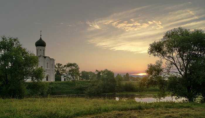 72868444_Church_of_the_Intercession_on_the_Nerl_Hram_Pokrova_na_Nerli_in_Bogolyubovo_Bogolyubovo_Suzdalsky_District_Vladimir_Oblast_Russia (700x404, 79Kb)
