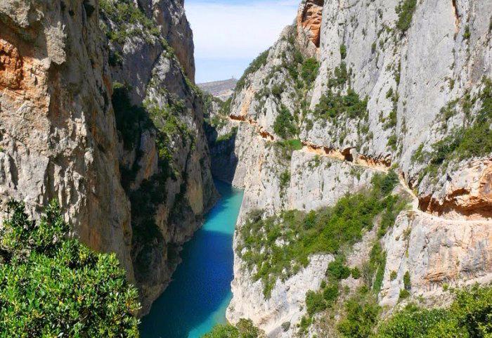 горное ущелье Монт-Ребеи Испания 2 (700x481, 436Kb)