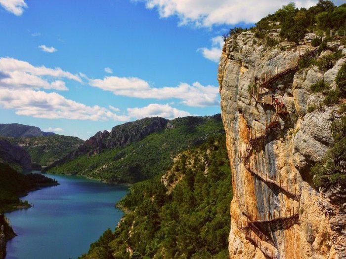 горное ущелье Монт-Ребеи Испания 8 (700x525, 409Kb)
