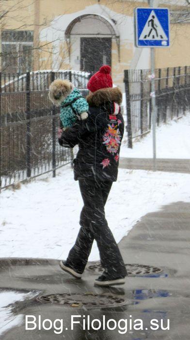 Девушка с собачкой зимой./3241858_mart02 (392x700, 48Kb)