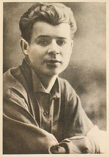 220px-Есенин_Сергей_1924 (220x316, 14Kb)