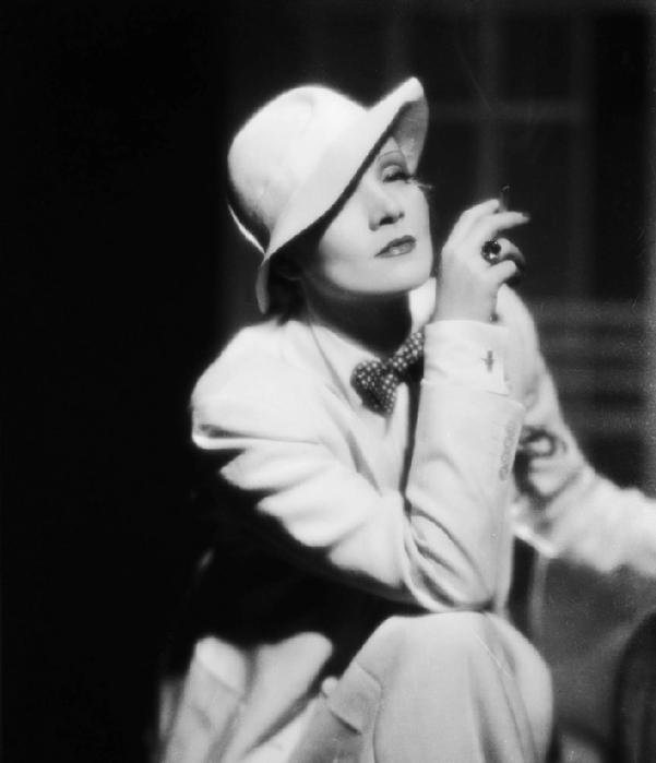 white-tux-Marlene-Dietrich-marlene-dietrich-23183493-1688-1963-880x1024[1] (601x700, 143Kb)