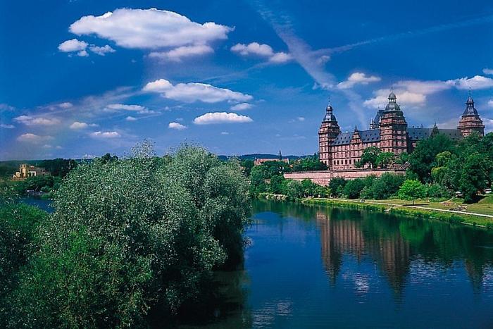 замок Йоханенсбург 9 (700x467, 394Kb)