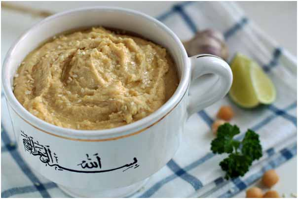 Хумус традиционно едят