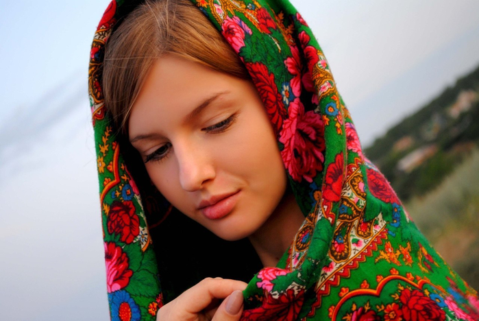 1404118368_devushka_v_platke_91 (700x468, 334Kb)
