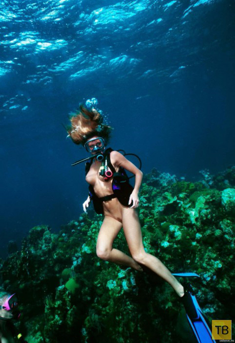 golie-devchonki-pod-vodoy-foto