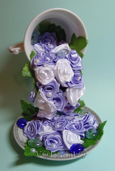 Цветы в чашке из лент своими руками