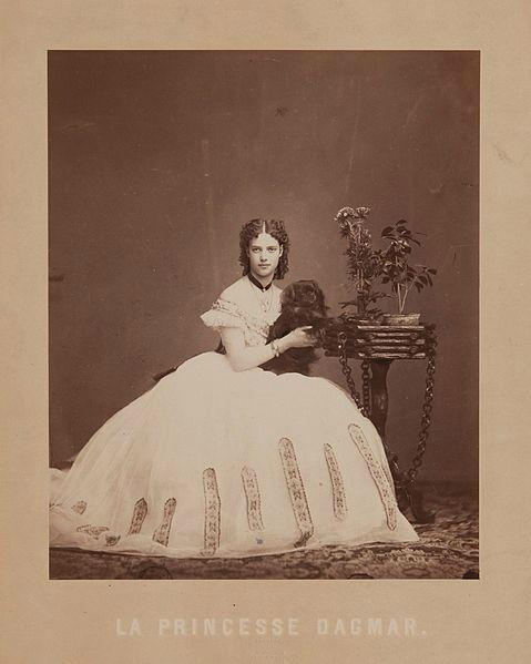 479px-Dagmar_of_Denmark_by_Jens_Petersen_(1864) (479x599, 107Kb)
