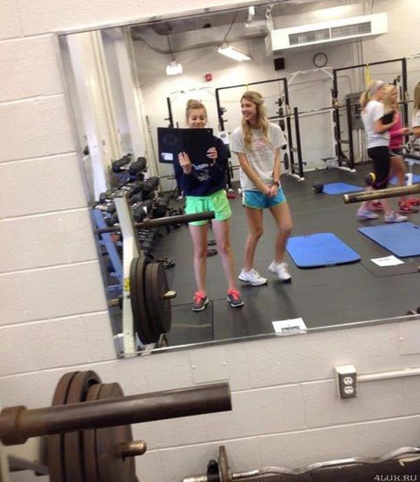 Зачем девушки ходят в спортзалах