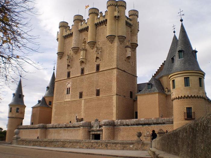 Неприступный замок Алькасар Сеговия (фото)